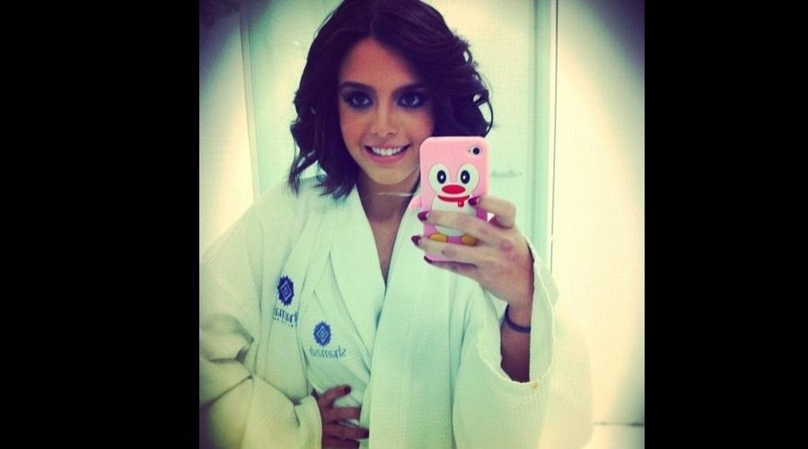 Giovanna Lancellotti divulgou imagem do bastidor de ensaio fotográfico (13/7/12)