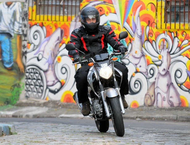 Nova Yamaha Fazer 2013 nasceu para encarar o trânsito urbano e também vai bem na estrada