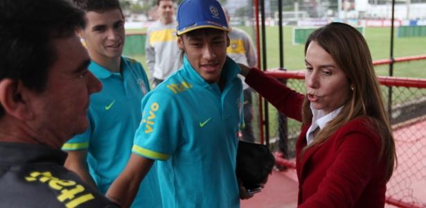 Patrícia providenciou uma camisa rubro-negra de número 10 a Neymar