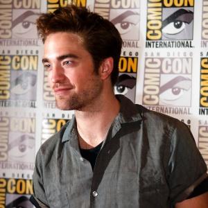 """Robert Pattinson é fotografado antes de falar sobre """"Amanhecer - Parte 2"""" na Comic-con 2012 - Sam Hodgson/Reuters"""