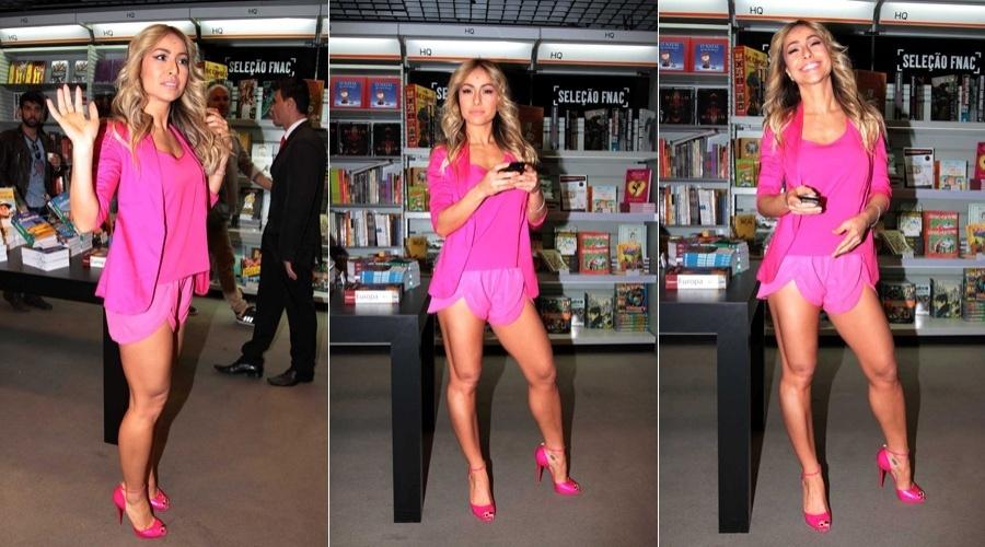 Sabrina Sato participou nesta sexta de uma ação promovida por uma marca de goma de mascar em uma livraria em São Paulo (13/7/12)