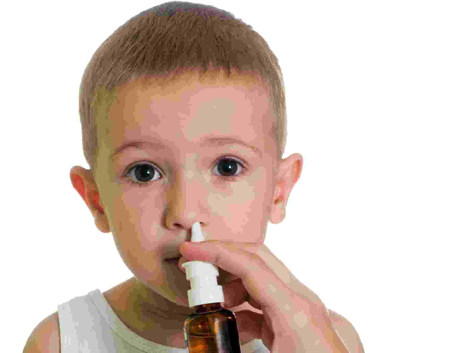 Spray sinusite, criança, sinusite, doente, gripado - Thinkstock