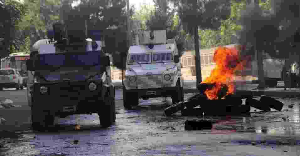 14. jul.2012 - Curdos entram confronto com a polícia na Turquia - AFP/STR