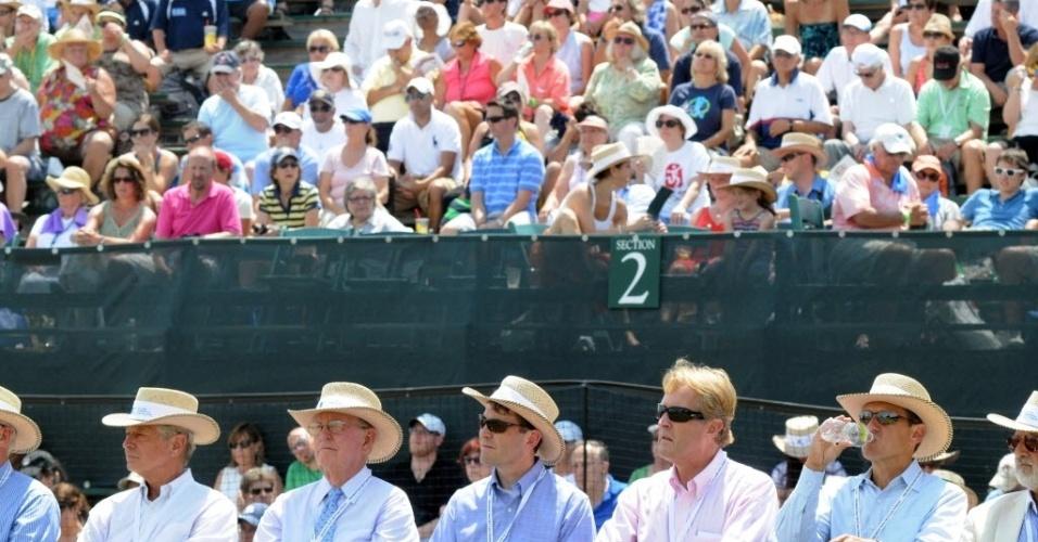 Bom público acompanhou a cerimônia do Hall da Fama do Tênis em Newport