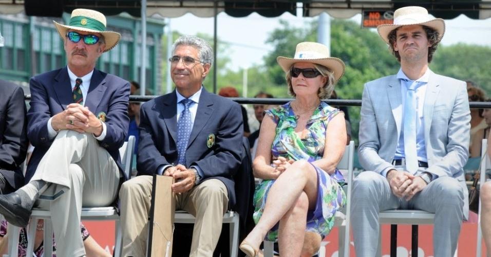 Da esquerda pra direita: Os ex-tenistas Stan Smith e Manuel Orantes; Alice Kuerten e Guga