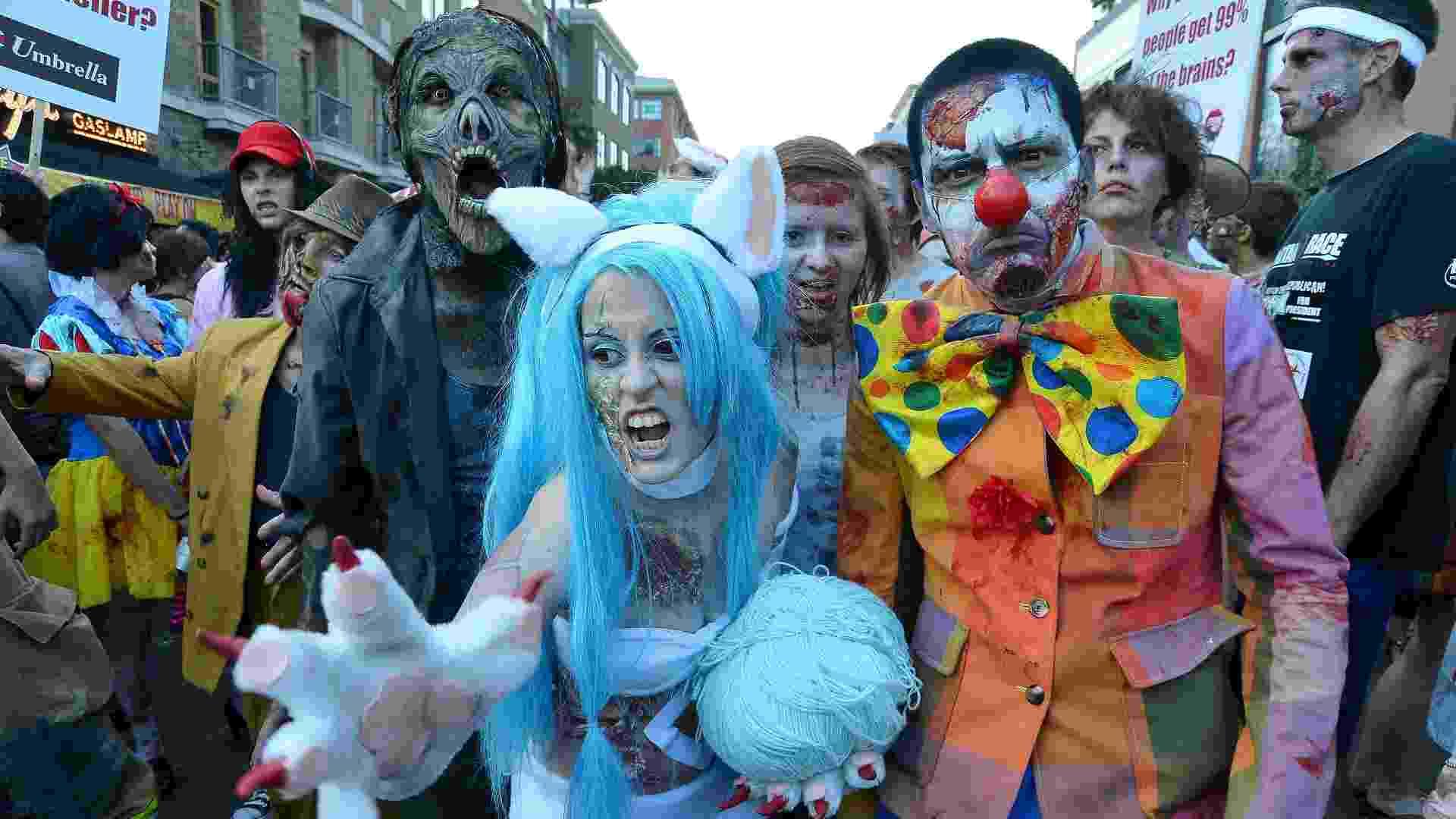 Fãs participam da Caminhada dos Zumbis na San Diego Comic-Con (13/07/2012) -  Frazer Harrison/Getty Images