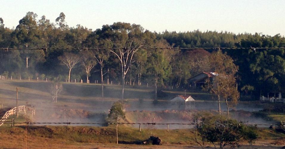 15.jul.2012 - Vale dos Sinos, na região metropolitana de Porto Alegre, a temperatura máxima não passa  de 13° C, neste domingo. Na serra gaúcha, a máxima prevista é de 9°C
