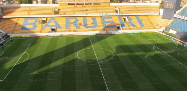 Gramado da Arena Barueri, que pode virar palco do clássico de domingo
