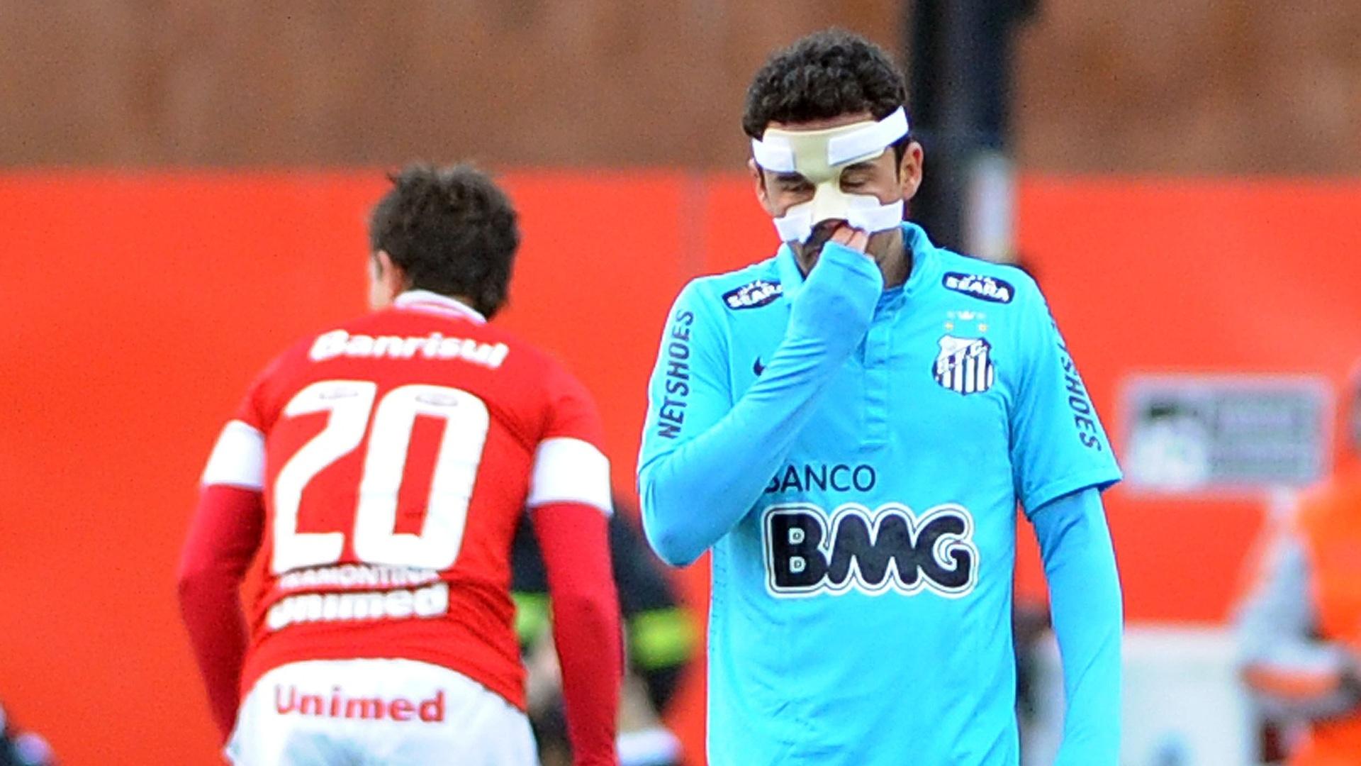 Jogador do Santos Juan lamenta expulsão de campo em jogo contra Inter