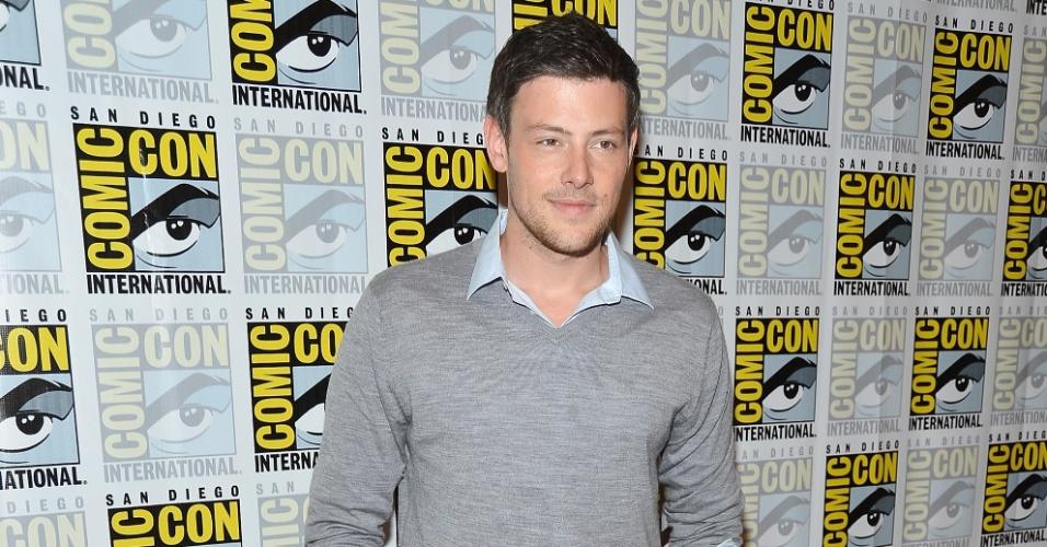 """O ator Cory Monteith posa para os fotógrafos antes de coletiva de imprensa da série """"Glee"""" (14/7/12)"""