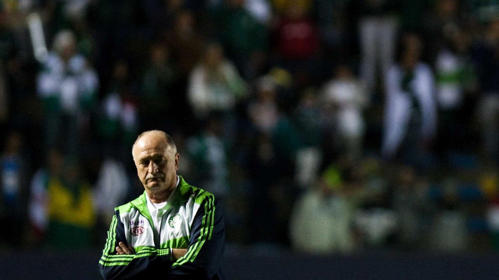 Técnico Felipão comanda o Palmeiras durante partida contra o São Paulo