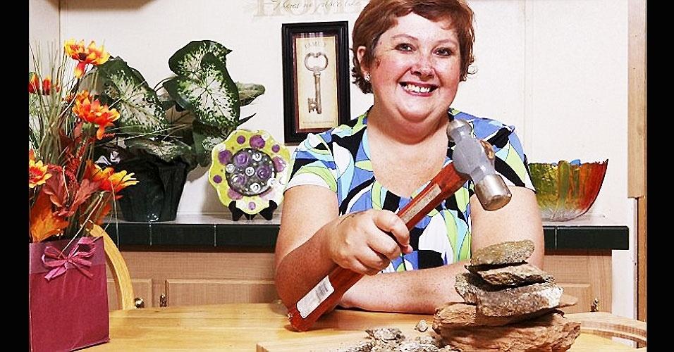 Teresa Widener, 45, e seu martelo para quebrar pedras