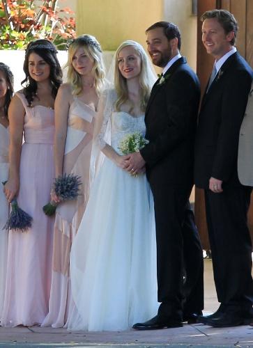 Atriz Kirsten Dunst é madrinha de casamento da melhor amiga (14/7/12)