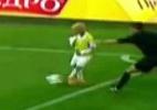 Blog: Gandula mirim se apressa, invade campo para repor a bola e