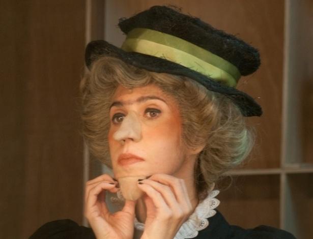 """Maria Clara Gueiros transforma-se em Miss Gulch em """"O Mágico de Oz"""" (13/7/2012)"""