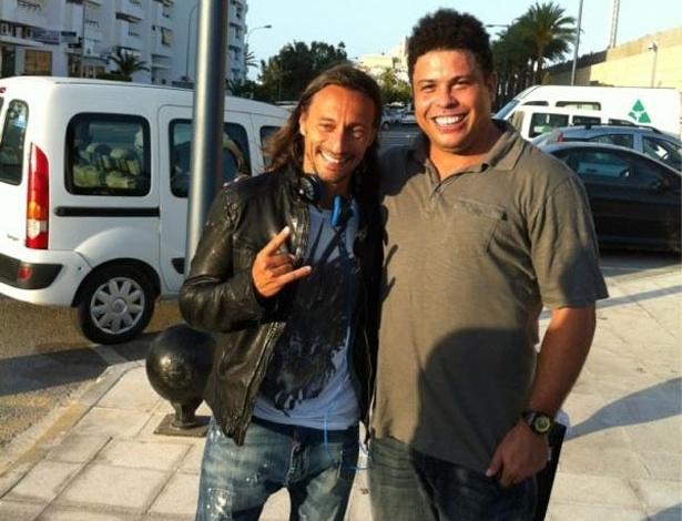Ronaldo tieta o DJ francês Bob Sinclar (16/7/12)
