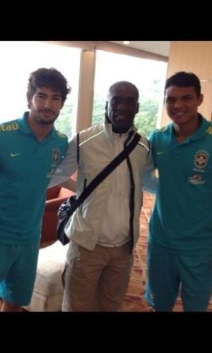 Seedorf visitou ex-companheiros Pato e Thiago Silva na concentração da seleção