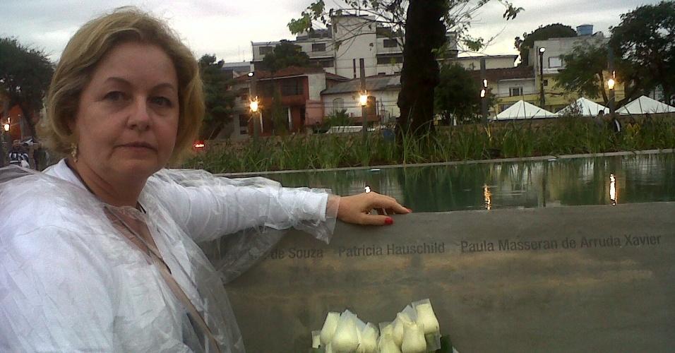 17.jul.2012 - Familiares das vítimas do voo 3054 da TAM lembram cinco anos da tragédia no aeroporto de Congonhas, em São Paulo.