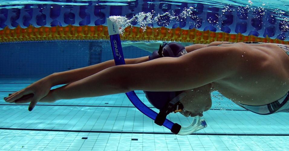A brasileira Daynara de Paula treinou na manhã desta terça-feira na piscina do CT do Crystal Palace