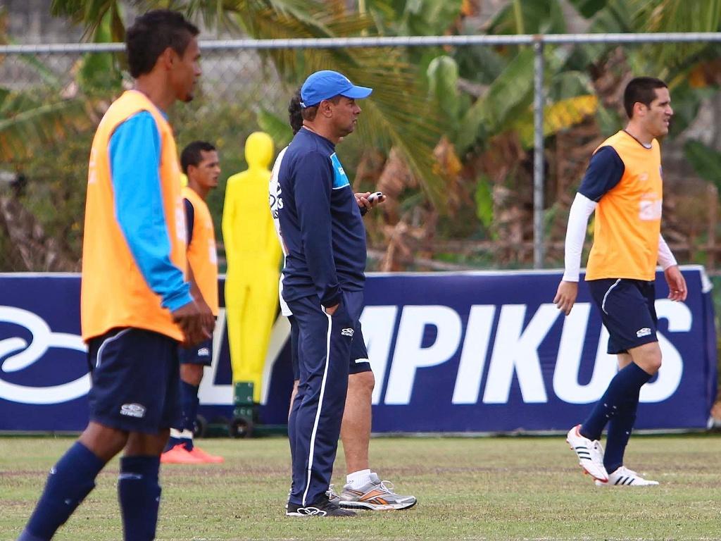 Celso Roth comanda treino na Toca da Raposa II (17/7/2012)