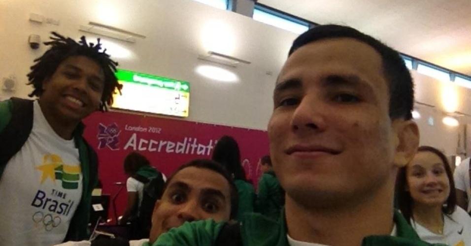 Equipe de judô do Brasil tira foto, logo após credenciamento para os Jogos Olímpicos