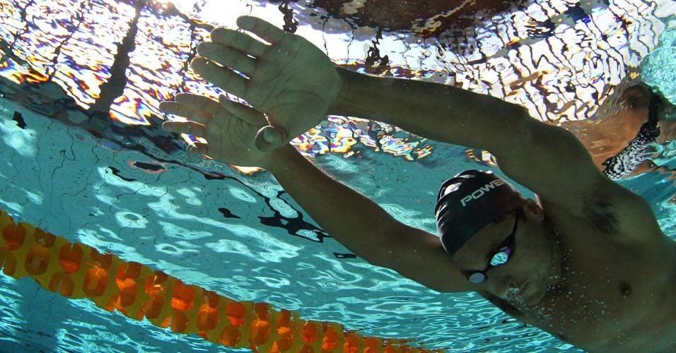 Felipe Lima, do elenco do Brasil, também caiu na piscina do CT do Crystal Palace