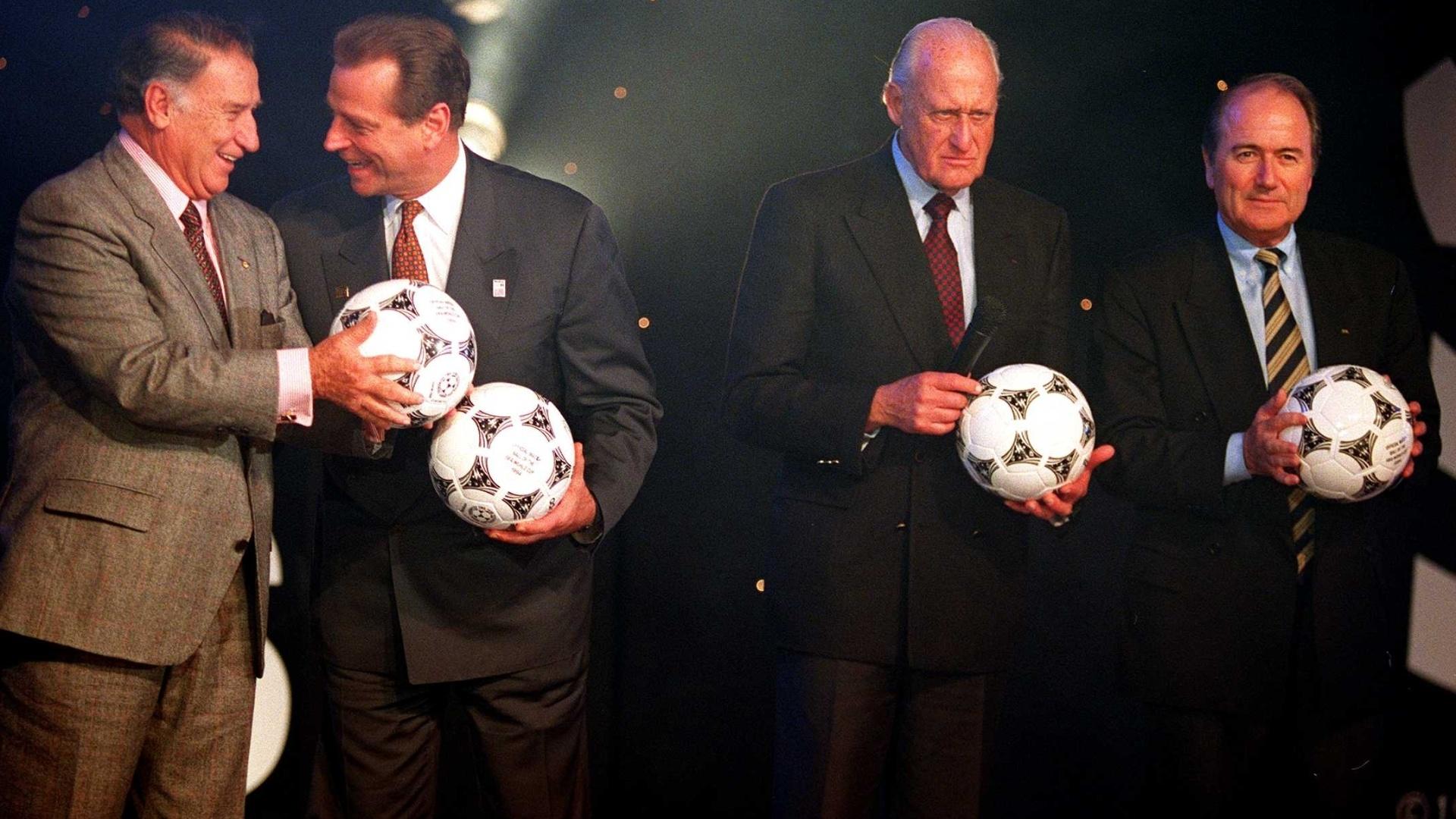 João Havelange, então presidente da Fifa, e Joseph Blatter, atual mandatário, em envento da Copa de 1994