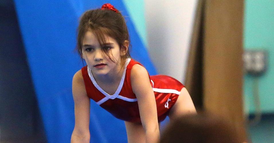 Suri Cruise faz aula de ginástica olímpica em Nova York (16/7/12)