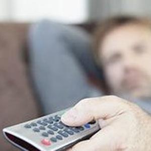 A pesquisa estima que um terço dos adultos não têm praticado atividades físicas suficientes - BBC