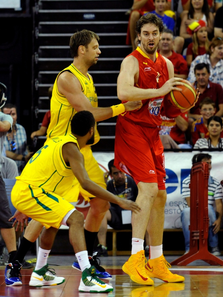 Espanhol Pau Gasol participa de amistoso de sua seleção contra a Austrália antes de torneio olímpico (17/07/12)