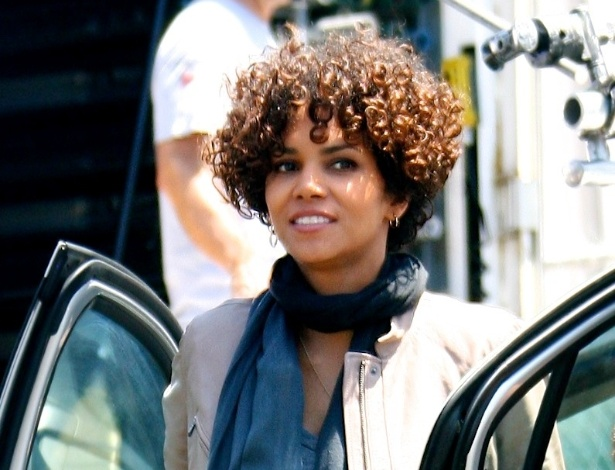 Halle Berry é fotografada no set do filme