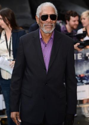 """O ator Morgan Freeman (Lucius Fox) na pré-estreia europeia de """"Batman: O Cavaleiro das Trevas Ressurge"""" em Londres (18/7/12) - Getty Images"""