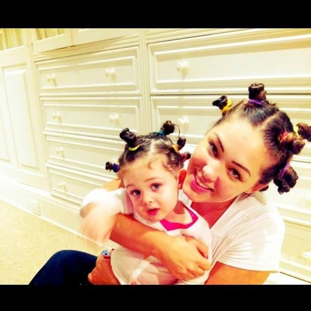 Tânia Mara divulga foto com o mesmo penteado da filha (18/7/2012)