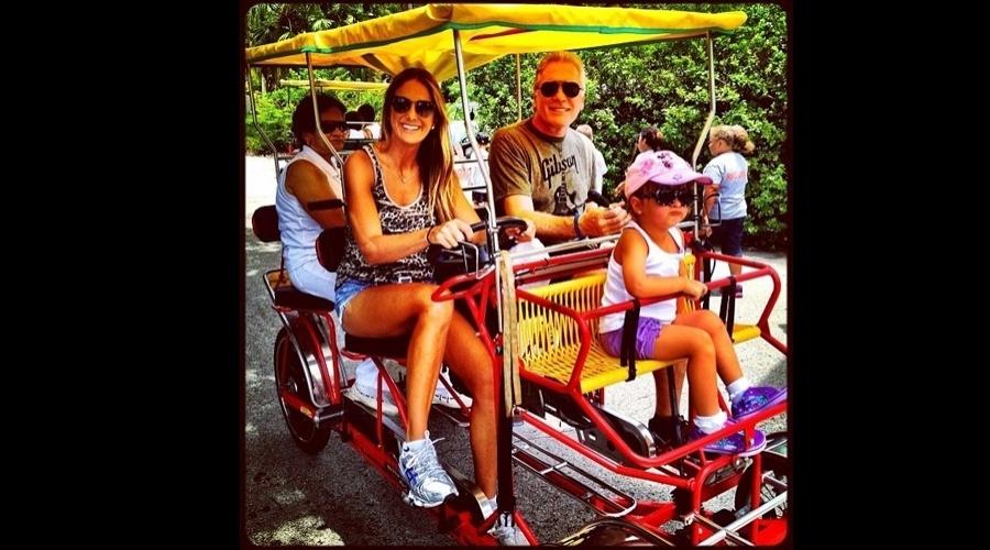 Ticiane Pinheiro divulgou uma imagem das férias da família em Miami, Estados Unidos (18/7/12)