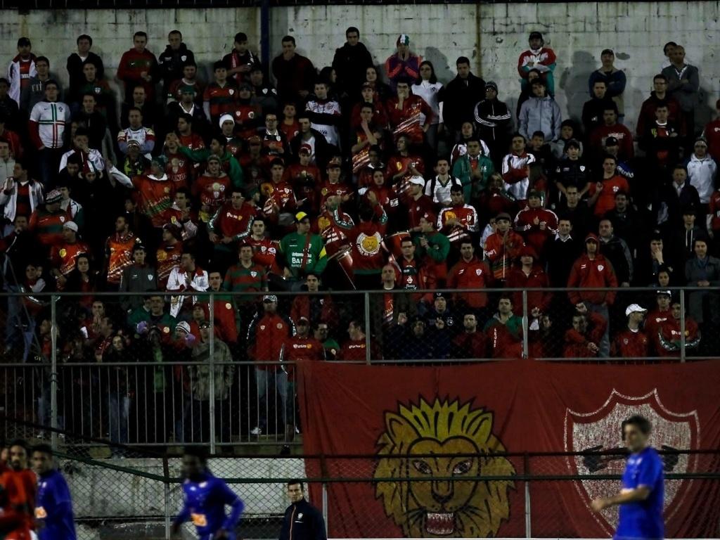 Torcida da Portuguesa faz festa no Canindé durante a partida contra o Cruzeiro