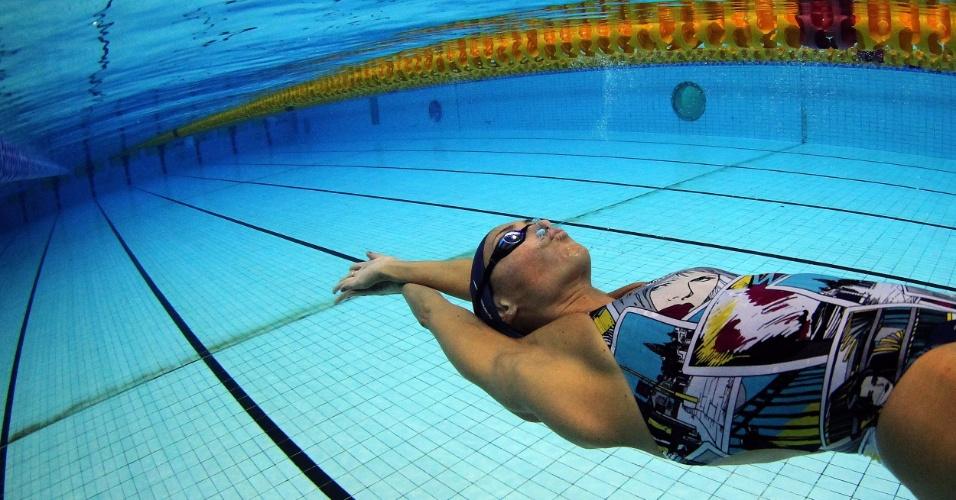 A nadadora Fabíola Molina treina no centro aquático Crystal Palace nesta quinta-feira (19/07/2012)