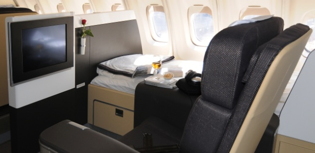 Resultado de imagem para primeira classe avião
