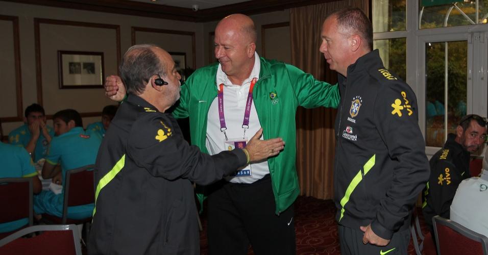 Delfim Peixoto, Bernard e Mano Menezes no hotel da seleção brasileira