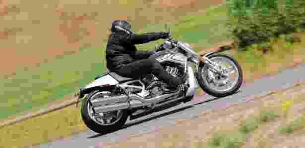 Design moderno causou conflito entre os puristas da Harley, mas V-Rod já virou tradicional - Divulgação