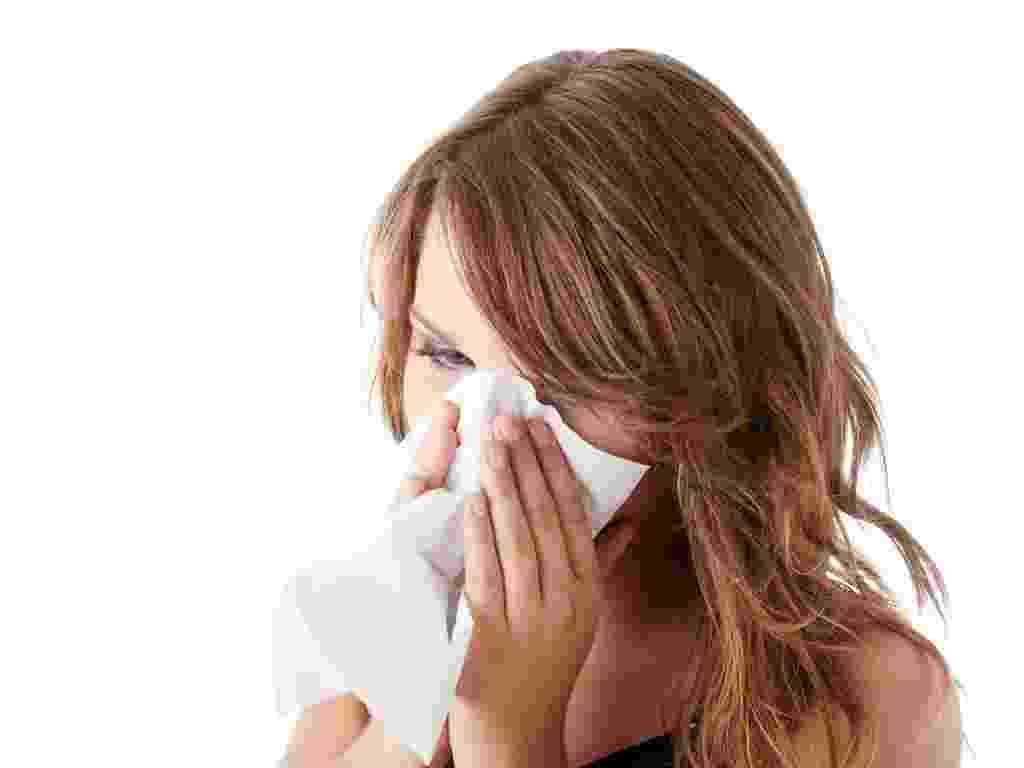 mídia indoor, ciência e saúde, saudável, h1n1, hospital, epidemia, gripe, resfriado, mulher, prescrição, doente, doença, febre, alergia, rinite, contágio, contagioso, espirro, espirrar, lenço, nariz, temperatura, vírus, bactéria, inverno, frio - Shutterstock