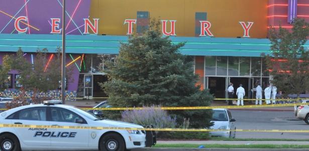 """Sala de cinema no estado americano do Colorado em que um atirador matou ao menos 12 pessoas e deixou dezenas de feridos na madrugada desta sexta-feira (20), durante exibição de """"Batman: O Cavaleio das Trevas Ressurge"""" (20/7/12) - Thomas Cooper/Getty Images/AFP"""