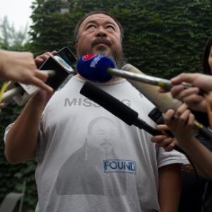 Artista chinês Ai Weiwei concede entrevista em Pequim (20/7/12) - Ed Jones/AFP