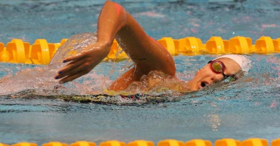 A bela nadadora Stephanie Rice exibe unhas pintadas nas cores do seu país, a Austrália, durante treino (20/07/2012)