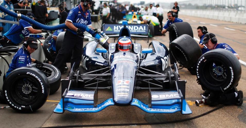 Equipe prepara o carro de Rubens Barrichello durante treino livre em Edmonton