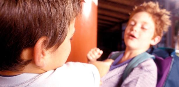 Mesmo sem perceber, pais podem estimular a competição entre os filhos, o que gera as brigas - Thinkstock