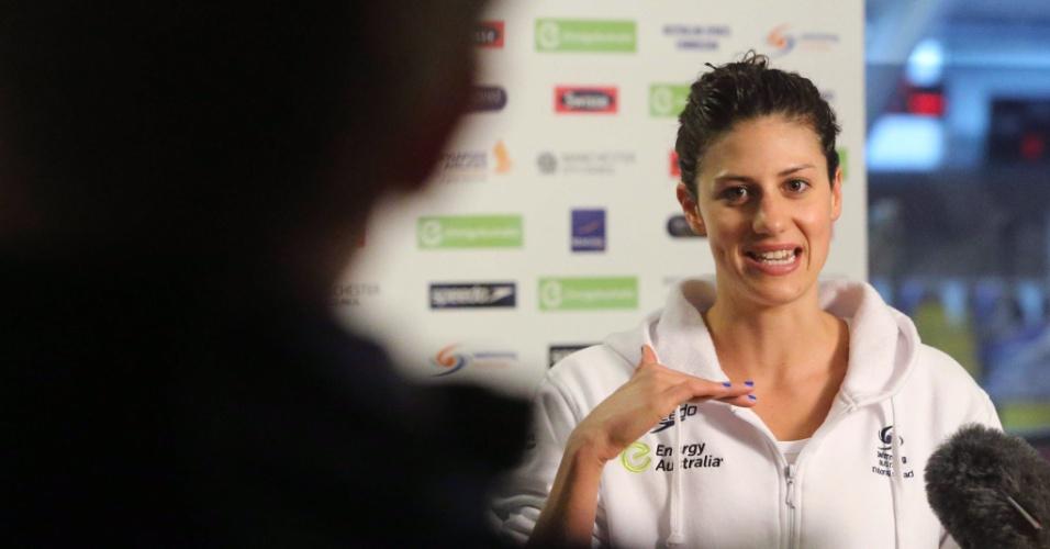 Nadadora australiana Stephanie Rice concede entrevista após treino no centro aquático de Londres (20/07/2012)