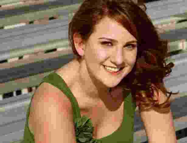 """21.jul.2012 - Imagem do perfil do Twitter de Jessica Ghawi , também conhecida Redfield. A jovem é uma das vítimas do atirador que matou 12 pessoas em um cinema de Aurora, no Estado do Colorado (EUA), nesta sexta-feira. Curiosamente, Jessica havia escapado de uma situação semelhante no Canadá há pouco mais de um mês e meio, segundo informações do site """"Poynter"""". No último dia 3 de junho, Jessica Ghawi estava no shopping Toronto Eaton, onde um atirador disparou com uma arma na praça de alimentação e causou a morte de uma pessoa, além de deixar sete feridos - Arquivo Pessoal"""