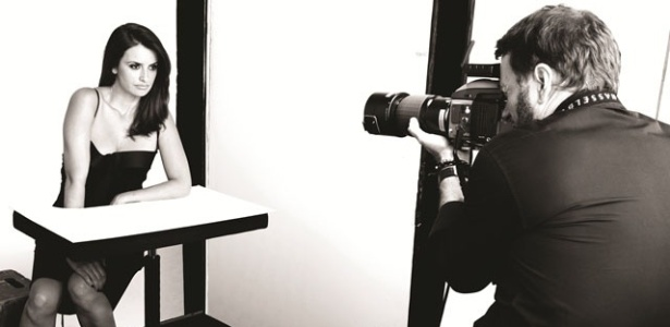 A atriz espanhola Penélope Cruz participa de ensaio fotográfico para uma marca de maquiagem brasileira em Nova York. A campanha será veiculada a partir de agosto em mídias digitais e impressas por todo o Brasil