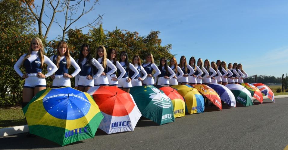 Grid girls da etapa de Curitiba do WTCC posam para foto