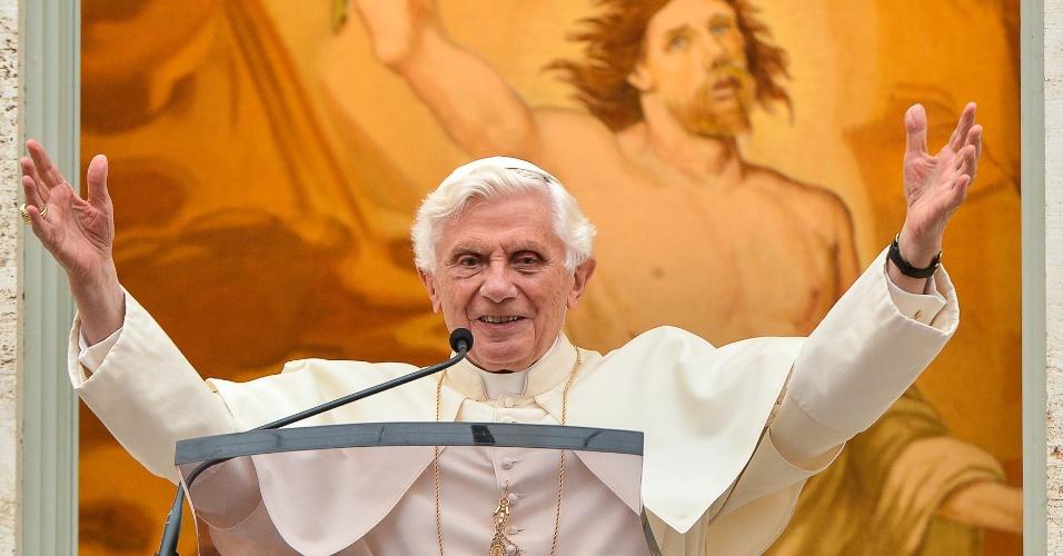 Papa Bento XVI durante oração ao Angelus, em que desejou que os Jogos Olímpicos sejam uma